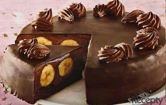 Chocolate cake with bananas
