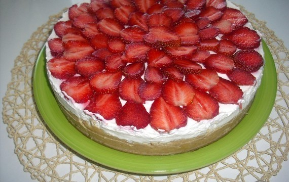 Unbaked cheesecake with fruit